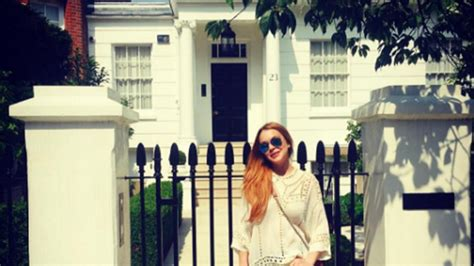 Lindsay Lohan Returns to 'Parent Trap' Home in London: See